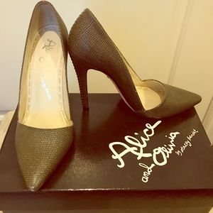Beautiful & timeless charcoal/olive stiletto pumps